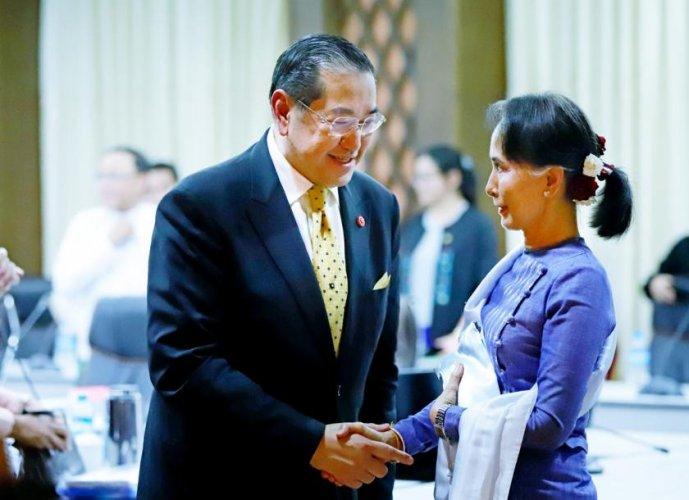 In picture: Aung San Suu Kyi and retired Thai lawmaker and ambassador Kobsak Chutikul. Photo via Twitter.