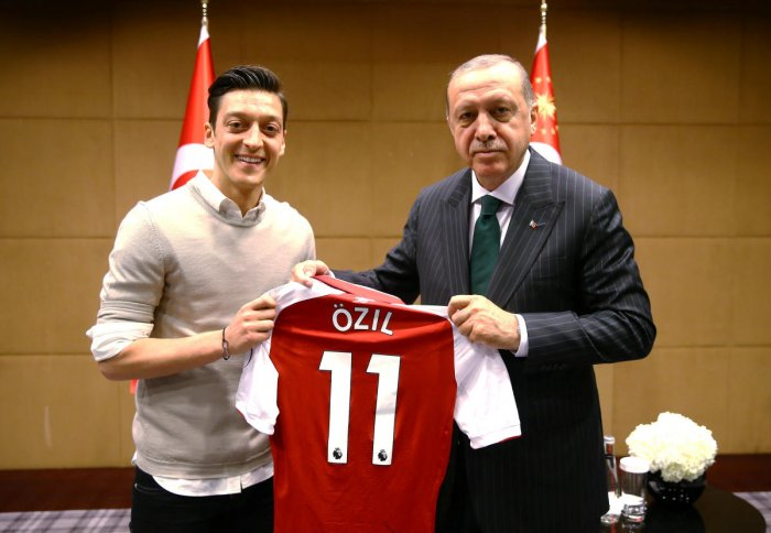 Turkish President Tayyip Erdogan meets with Arsenal's soccer player Mesut Ozil in London, Britain May 13, 2018. Picture taken May 13, 2018. Kayhan Ozer/Presidential Palace/Handout via REUTERS