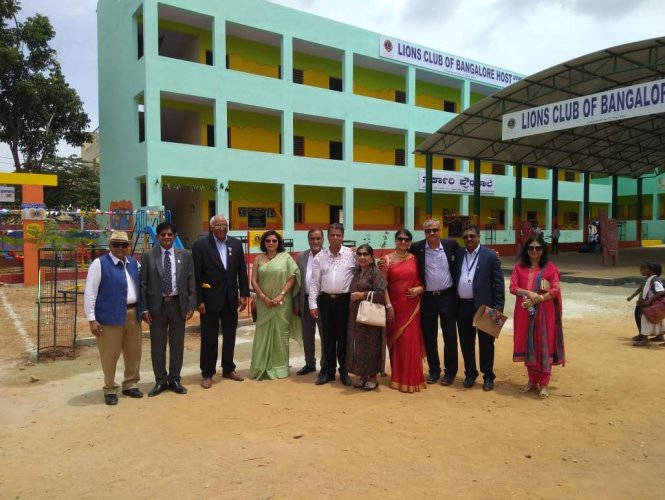 (From left) Members of Lions Club of Bangalore Host Sanjay, Gangigati, Capt Siva Subramanyam, Manjul Gupta, Sushil Gupta, Jawani, Divya, Neha, Madan, Arun and Jayashree.
