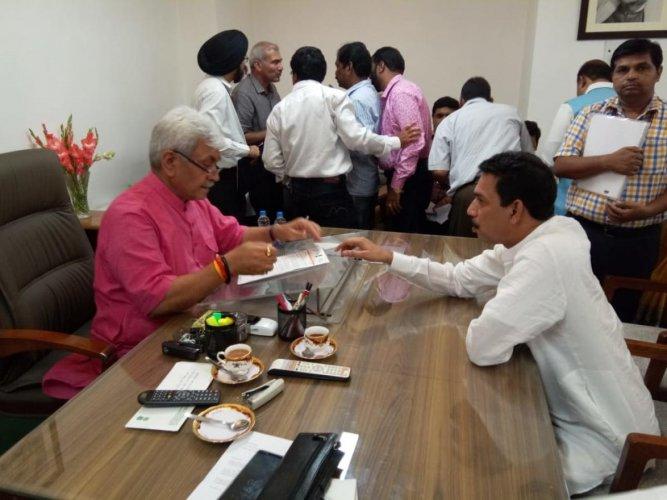 MP Nalin Kumar Kateel meets Minister of State for Railways Manoj Sinha and submits a memorandum to upgrade Mangaluru Central Railway Station into international standards