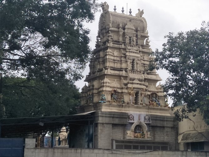 Kote temple is one with tourist guides around.