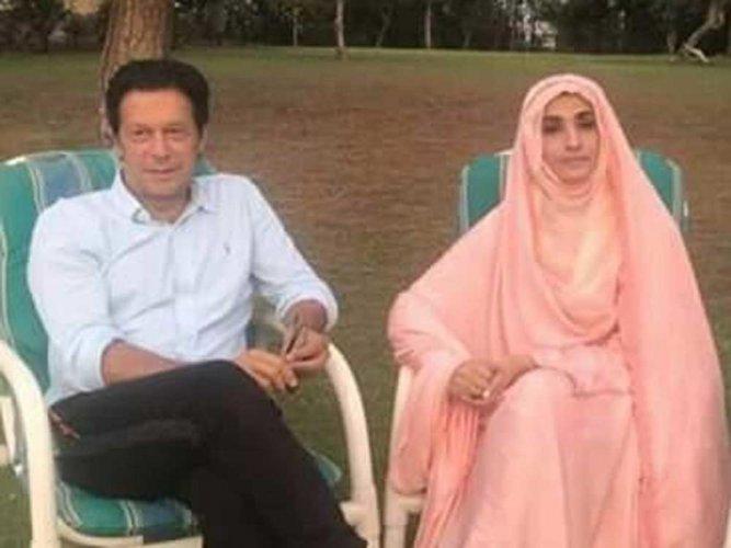Imran Khan and his wife Bushra Maneka. Image courtesy Twitter.