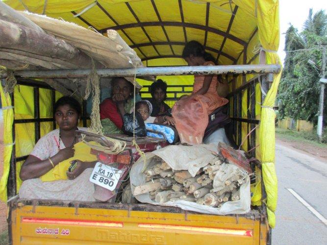 Nomadic tribe members leaving Seeguvani Circle in Bale Gram Panchayat jurisdiction in a vehicle.