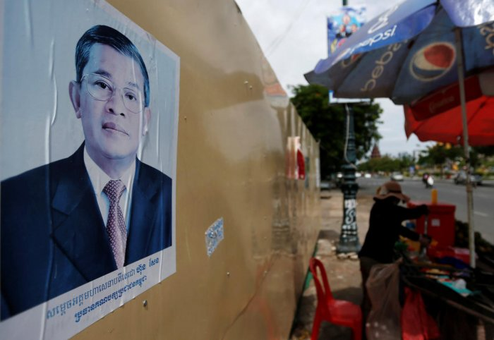 A poster of Cambodia's Prime Minister and Cambodian People's Party (CPP) President Hun Sen is seen along a street in Phnom Penh, Cambodia, July 30, 2018. (REUTERS/Samrang Pring)