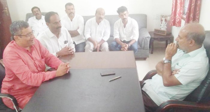 JD(S) leaders meet Sa Ra Mahesh, who has been newly appointed as the Kodagu District In-charge, in Bengaluru.