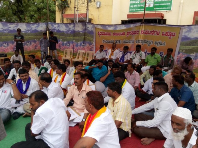 Members of Progressive Organisations of Hyderabad-Karnataka stage a protest in Raichur on Thursday. DH Photo