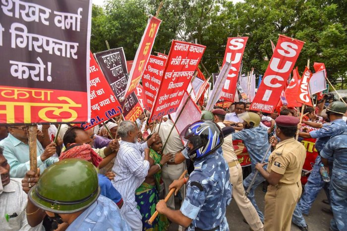 Left party activists clash with police personnel during 'Bihar Bandh' protest over the recent cases of women exploitation and other crimes, in Patna on Thursday. PTI