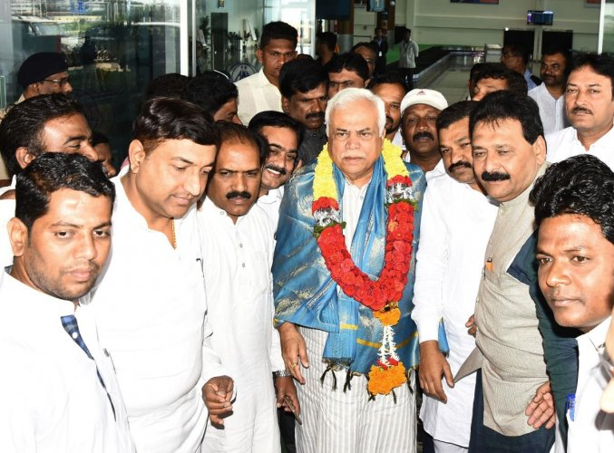 Congress leaders welcome District In-charge Minister R V Deshpande, at Hubballi Airport on Friday.
