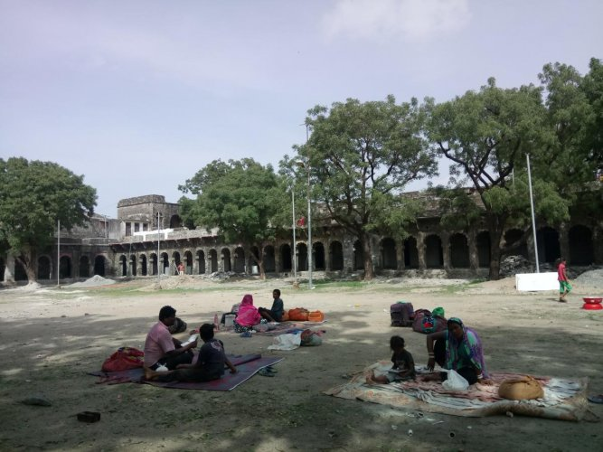 Devotees forced to sleep in open as dharamshala at Charbhuja is in bad shape. (DH photo/Tabeenah Anjum)