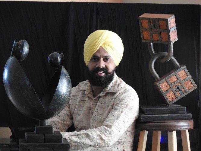 Sculptor Harminder Singh Boparai