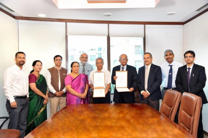 Dr H Vinod Bhat, MAHE vice chancellor, and Dr Anjum Soni, deputy medical coordinator of International Committee of the Red Cross – Geneva exchanged an MoU in Manipal on Thursday.