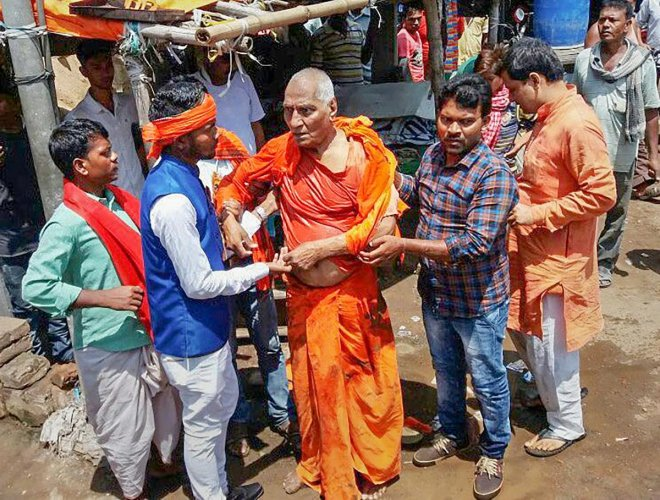 Social activist Swami Agnivesh after he was allegedly assaulted by Bharatiya Janata Yuva Morcha (BJYM) workers, during his visit to Pakur on Tuesday, July 17, 2018. PTI file photo