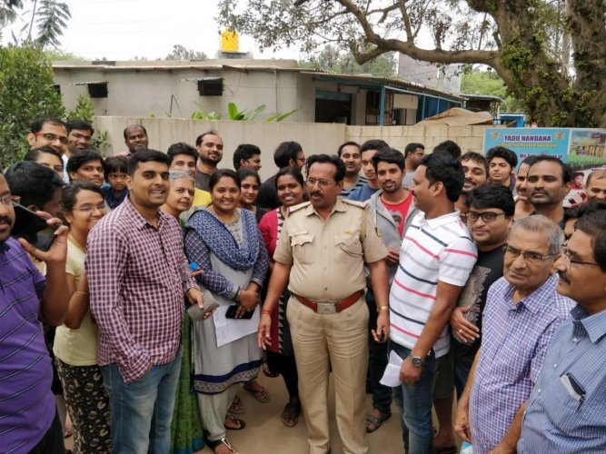 Residents of apartment complexes on the Panathur-Belagere Road shared their grievances with the area corporator, who met them on Sunday.