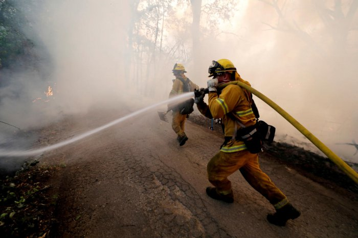 A firefighter knocks down hotspots to slow the spread of the River Fire (Mendocino Complex) in Lakeport, California, U.S. July 31, 2018. (REUTERS/Fred Greaves/File Photo)