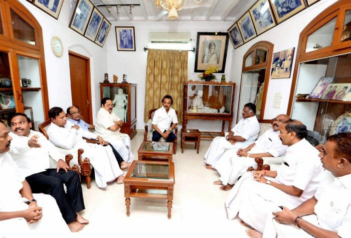 Chennai: Tamil Nadu Deputy Chief Minister O Panneerselvam along with Fisheries Minister D Jayakumar, Electricity Minister P Thangamani and Minister for Municipal Administration SP Velumani interacting with DMK Working President MK Staling about his father