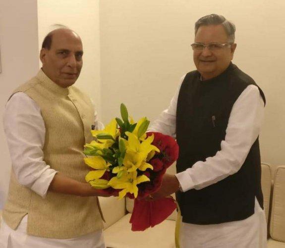 Chhattisgarh Chief Minister Dr Raman Singh (R) with Union Home Minsiter Rajnath Singh.