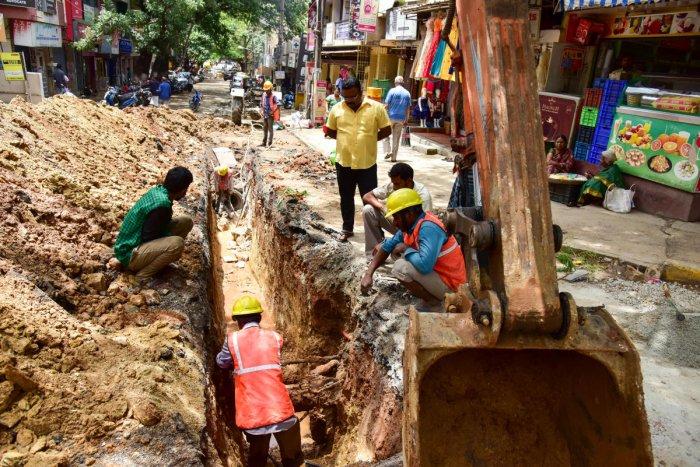 Traffic effected due to BWSSB work, at Malleshwara 11th cross, in Bengaluru on Monday. Photo/ B H Shivakumar