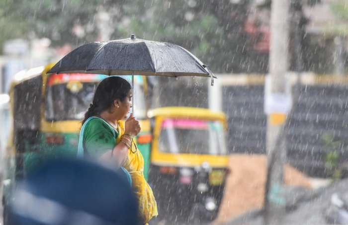 Mercury plunged as a result of the rain, with the city recording the maximum of 26 degrees Celsius till 5.30 pm.