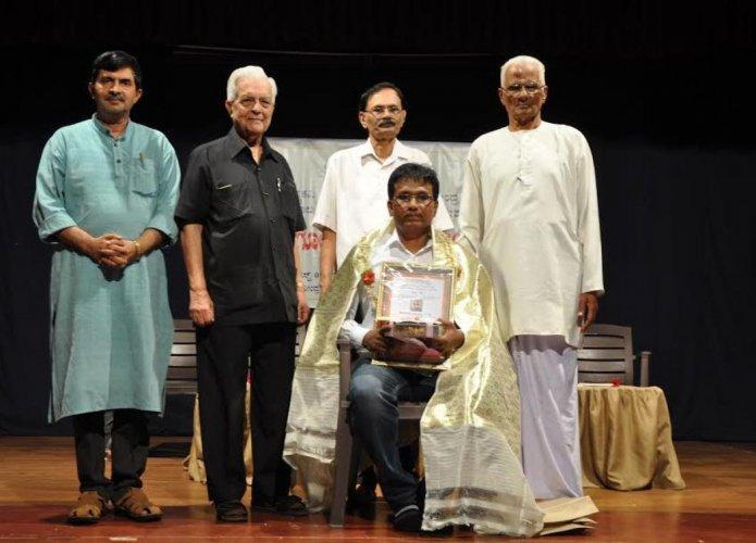 The Kadengodlu Kavya Prashasti offered by the Rashtrakavi Govind Pai Research Centre in Udupi and MAHE was presented to poet K P Nataraj in Udupi on Thursday. Writer Erya Lakshminarayana Alva is present.