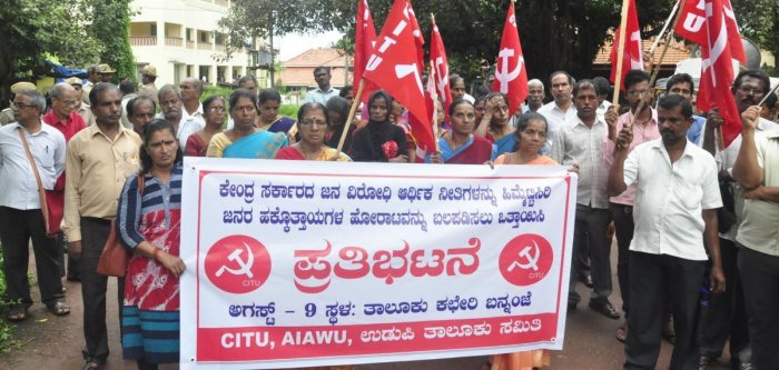 CITU activists stage a Jail Bharo protest in front of the taluk office, Udupi, on Thursday.