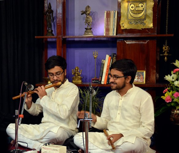 Heramba and Hemantha are the most promising flautists in the Carnatic music scenario today. The twin brothers, born in a musical family, started learning both carnatic vocal and carnatic flute at the age of seven. They recently completed their Engineering in Information Science and are gearing up for upcoming shows.