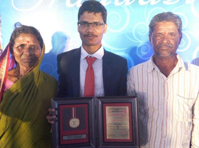 Dr Nagaraj with parents, Bhagamma and Dodda Hanumantha.