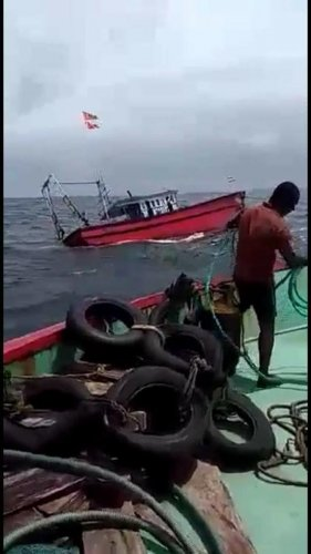 A video grab shows the boat capsize in the Arabian sea between Bhatkal and Gangolli.