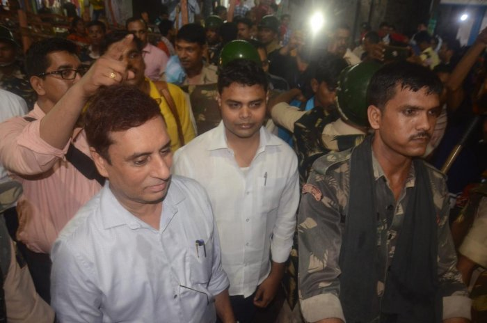 CBI team arrests Rahul Anand (Centre), son of Brajesh Thakur from Balika house located at Sahu Road in Muzaffarpur, on Saturday, Aug 11, 2018. (PTI Photo)