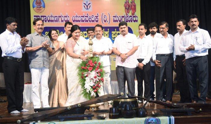 Minister for Women and Child Development, Kannada and Culture Jayamala inaugurates a programme organised by Narayana Guru Yuva Vedike in Mangaluru on Sunday.