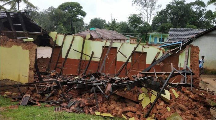 A government higher primary school collapsed at Chinniga in Jannapura in Mudigere taluk on Tuesday.