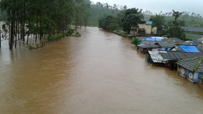 Houses on the streets of Valparai flooded due to heavy rain in the Nilgiris. (DH Photo)