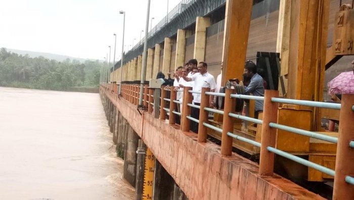 Mangaluru Mayor Bhasker, Commissioner B Muhammed Nazir and others visited the Thumbe dam.