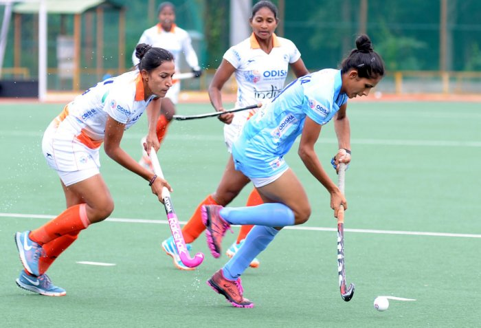 ndian women's team skipper Rani Rampal (left) will look to spur her side to a gold at the Asian Games. DH FILE PHOTO