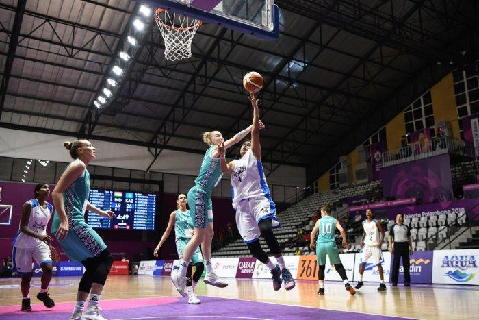 India's Shireen Limaye (centre R) shoots past Kazakhstan's Anna Vinokura (C) in their women's basketball preliminary Group A game on Friday. AFP