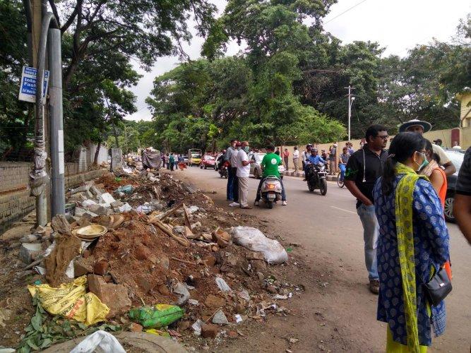 The BBMP's hazardous practise of segregating garbage on the CV Raman Nagar Road has created a mess.