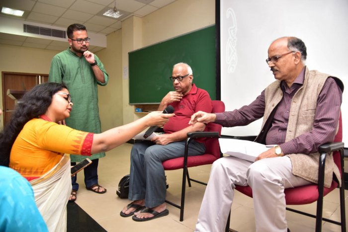 BIFFES artistic director N Vidyashankar (extreme right); film critic Manu Chakravarthy (second from right); and general secretary, Satyajit Ray Film Society, Madhushree Sengupta, during a discussion at IISc on Sunday. DH PHOTO/B H Shivakumar