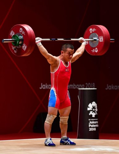 SIZE DOESN'T MATTER Om Yun Chol of North Korea won the gold in the men's 56kg weightlifting event in Jakarta. AFP