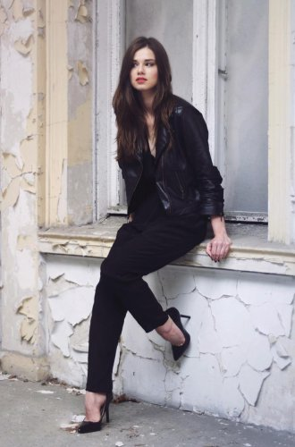 An all-black look can give you a slimming effect.