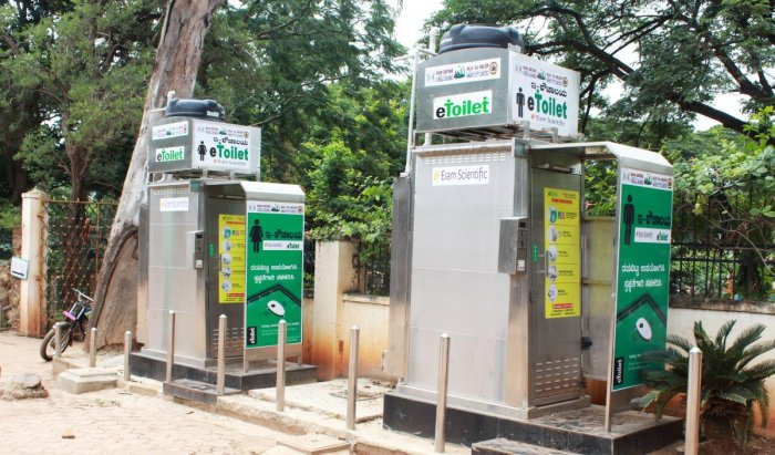 E-toilets set up by the HDSCL, near Indira Glass House entrance in Hubballi. DH PHOTO