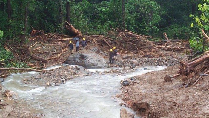 Rescue team search for bodies in Payaswini river near Jodupala.