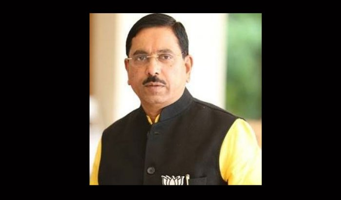Coming down heavily on Congress chief Rahul Gandhi for saying that unemployment in India can lead youth towards organisations like ISIS, Dharwad MP Pralhad Joshi called him 'mad', and charged that Congress leaders are talking the language of Pakistan. Picture courtesy Twitter