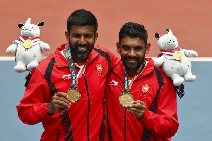 Gold medallists Rohan Manchanda Bopanna and Divij Sharan of India celebrate with their medals and plush mascots. REUTERS/Edgar Su.