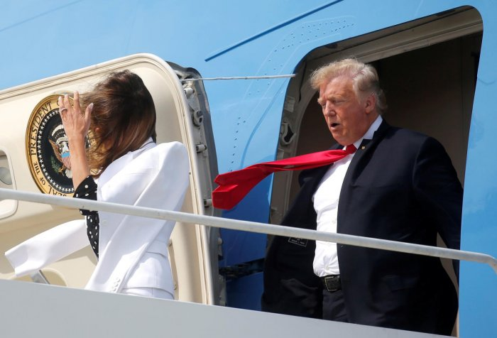 U.S. President Donald Trump and first lady Melania Trump are buffeted by the wind as they emerge from Air Force One arriving in Columbus, Ohio, U.S., August 24, 2018. REUTERS/Leah Millis TPX IMAGES OF THE DAY