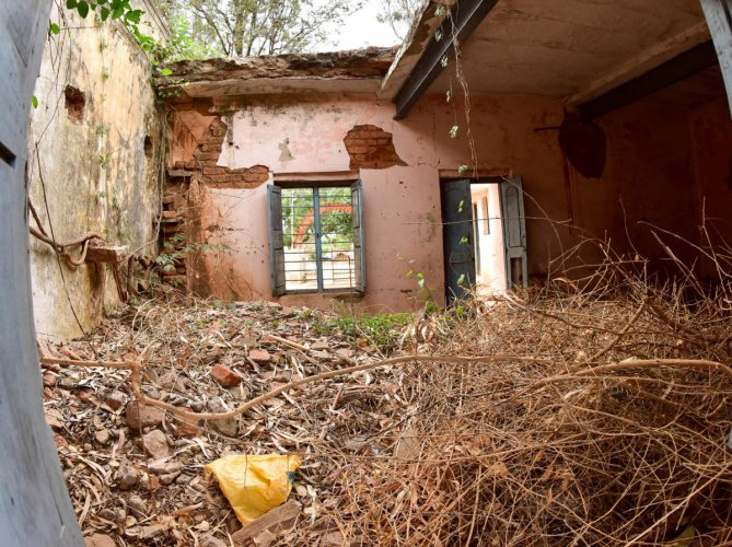 A school in Chikkaballapura district in dilapidated condition. - B H Shivakumar