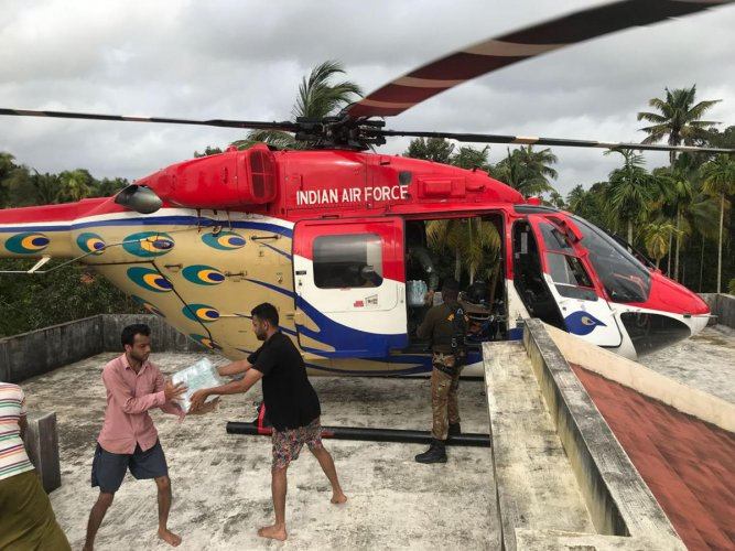 Sarang Helicopter Display team involved in supplying essential items to flood affected people in Kerala.