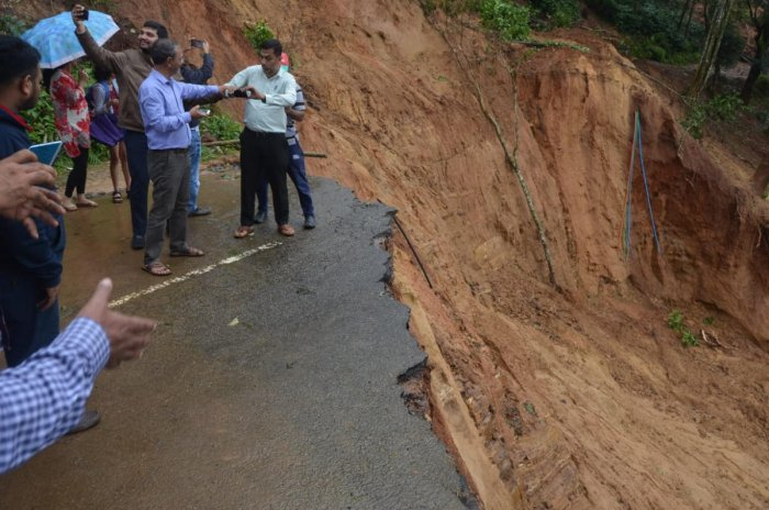 many people are coming to see landslides like this and are venturing to interior regions which have been declared unsafe. dh photo/b h shivakumar