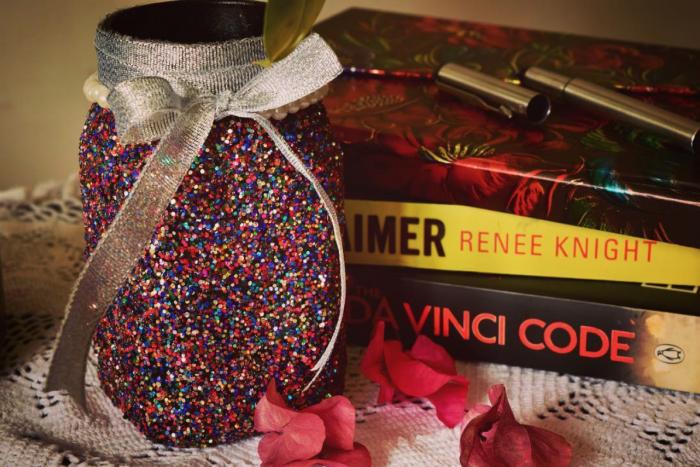 Ayesha makes customised jars using glitter, ribbons, beads and pearls.