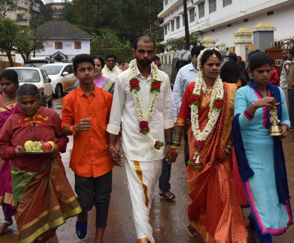 Manjula R and Rajish from Koothuparamba in Kerala arrive for their marriage at Omkareshwara Temple in Madikeri on Sunday.