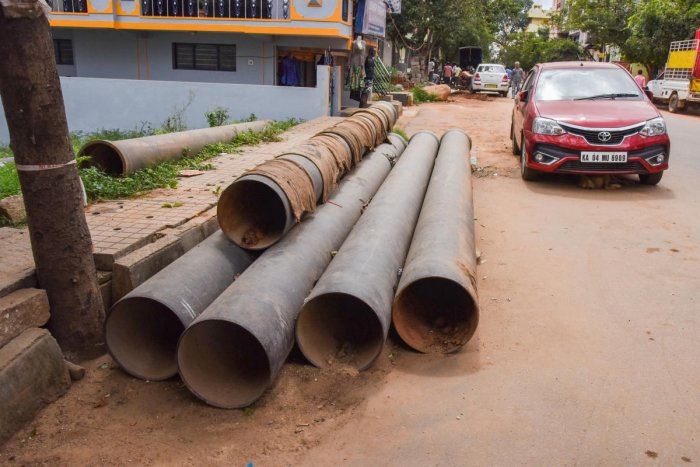 The BWSSB water pipes which have to be lied underground been dumped on the road which creates the inconvenience to the commuters at Kirloskar Layout, Hesaraghatta Road, Bengaluru on Wednesday. Photo by S K Dinesh