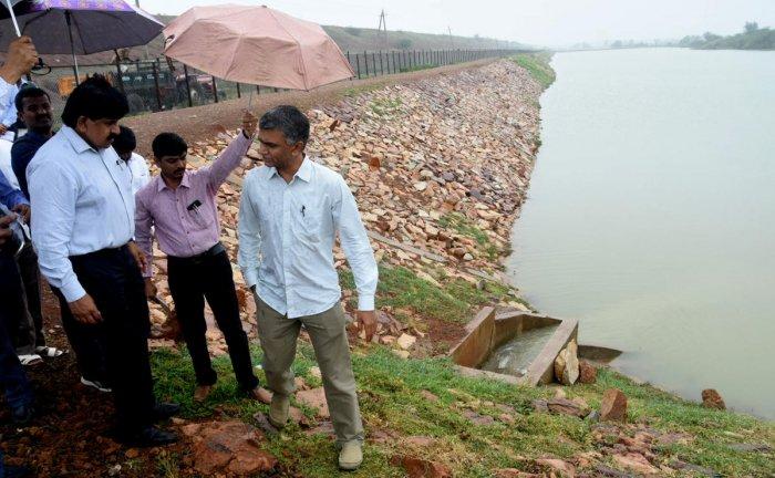 RDPR Minister Krishna Byre Gowda inspects water storage tank of Yarinarayanpur multi-village water supply project, at Kiresur village in Hubballi taluk on Wednesday.